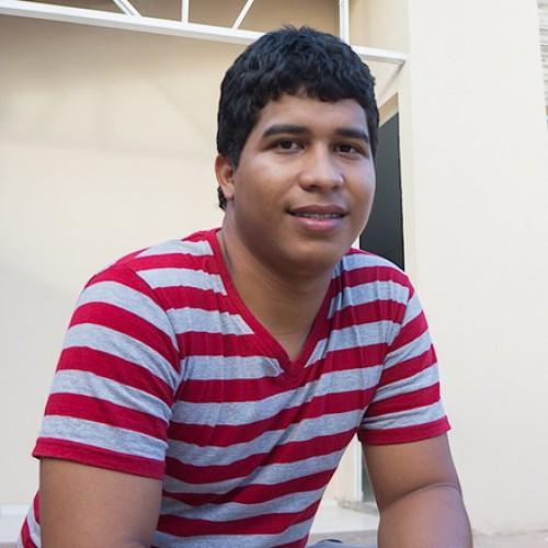 HONESTIDADE | Jovem encontra carteira cheia de dinheiro, anuncia no Facebook e devolve ao dono