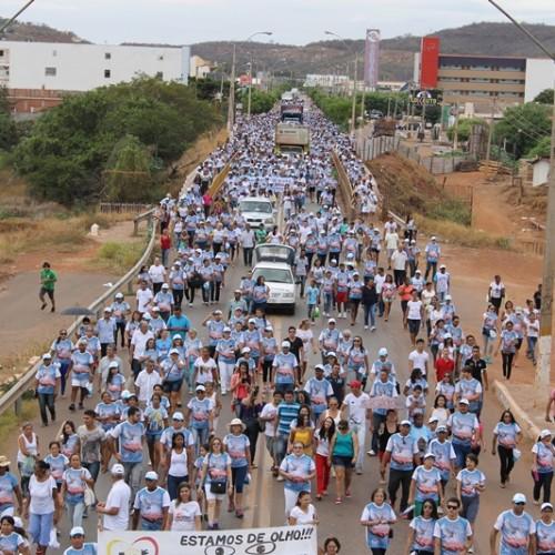 Multidão participa da XI Caminhada da Solidariedade e da Paz