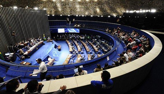 Plenário volta atrás e derruba mandatos de cinco anos para governadores, prefeitos, deputados, vereadores e senadores