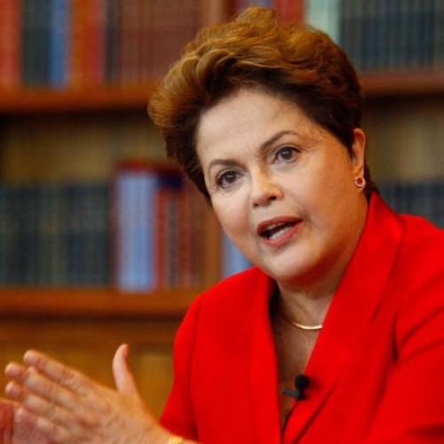 Dilma: 'Eu não vou cair. Isso é moleza, é luta política'