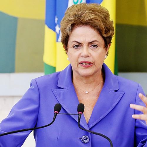 'Aguento ameaças e vou honrar os meus votos', afirma Dilma