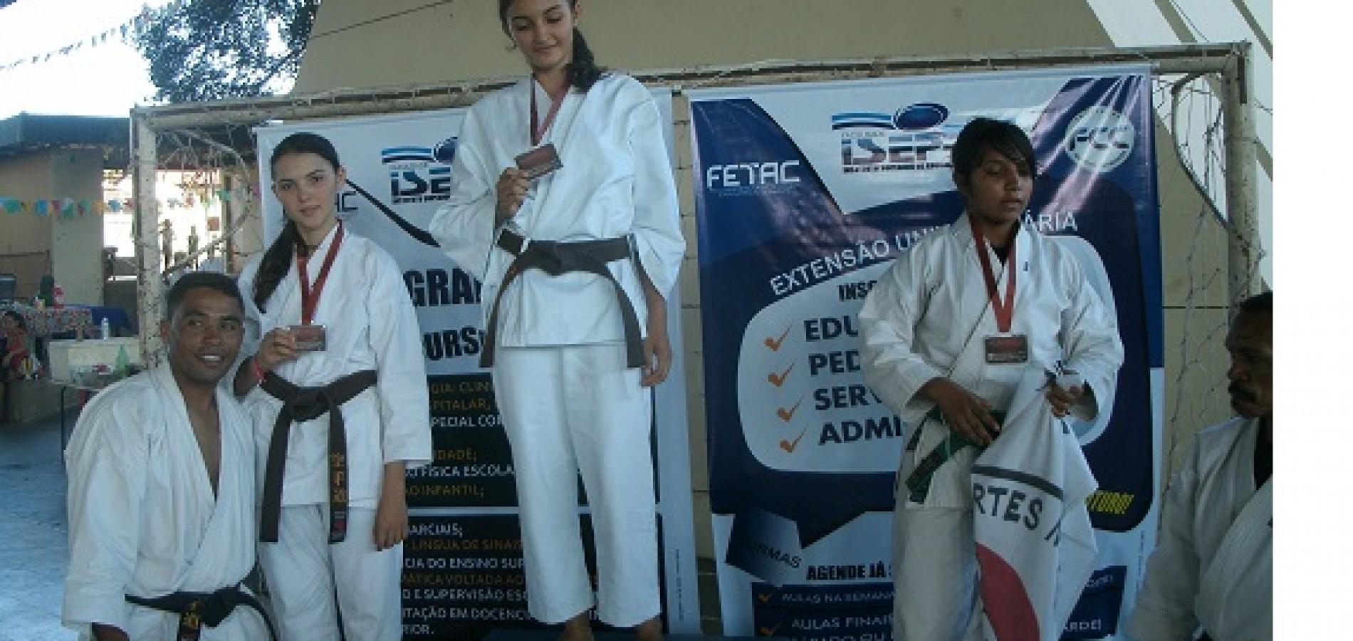 Atleta de Campo Grande do Piauí é campeã da Super Liga de Karatê em Teresina