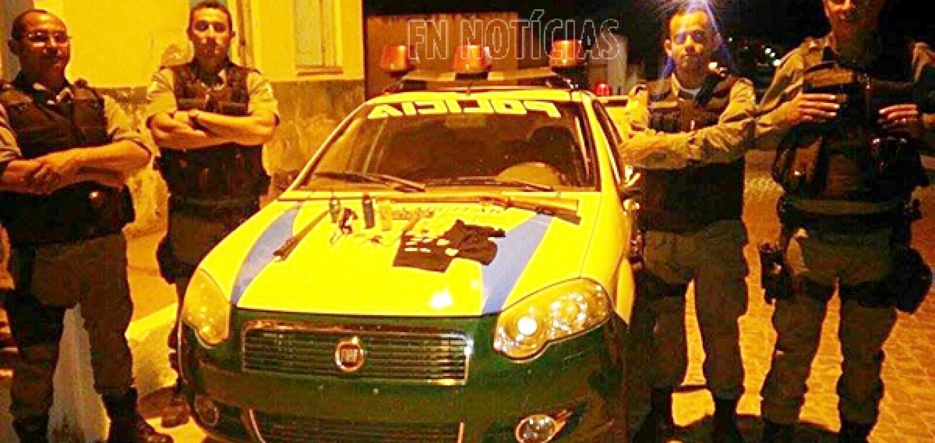 Policia Militar prende dois homens, apreende drogas, arma, munições e carro irregular Isaías Coelho