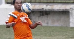 Ronaldinho faz estreia contra o Grêmio no Maracanã