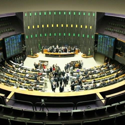 """Câmara libera """"janela"""" e políticos no Piauí começam corrida pelo troca-troca de partido"""