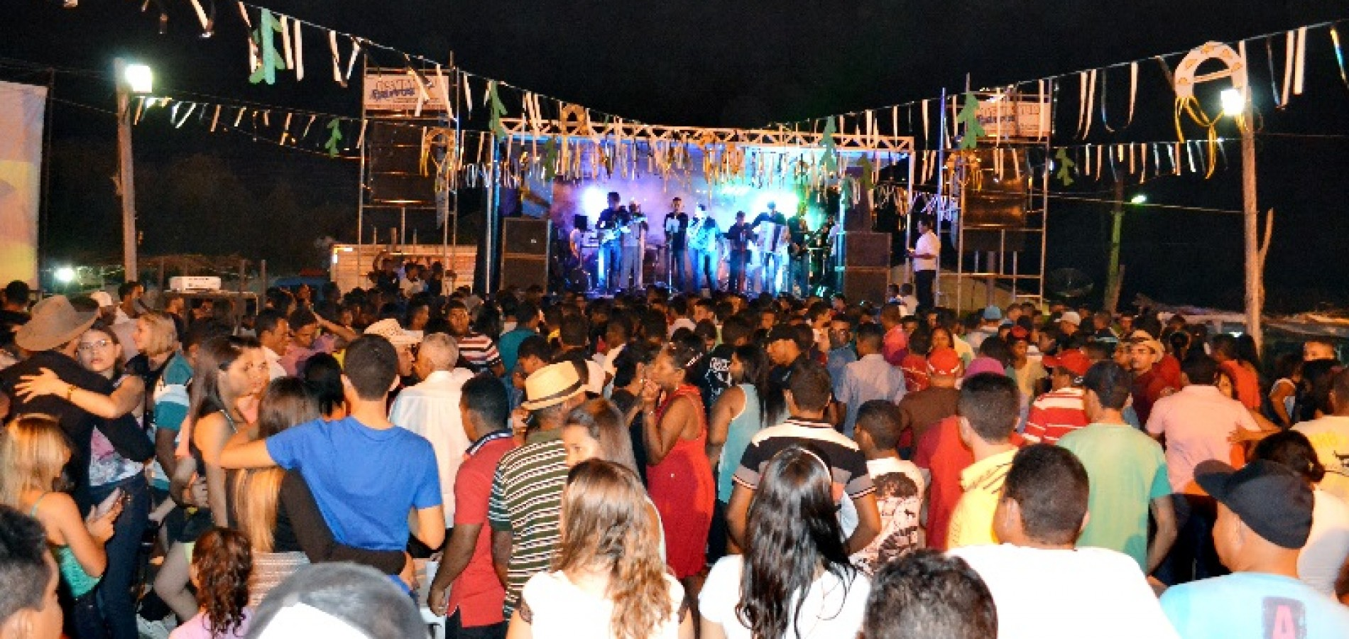 JAICÓS | Show com Forró da Monarquia encerra a XI Festa do Vaqueiro em Várzea Queimada; veja fotos