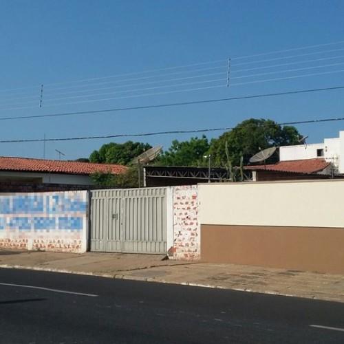 Bandidos rendem sete pessoas e levam R$ 300 mil em bens na capital