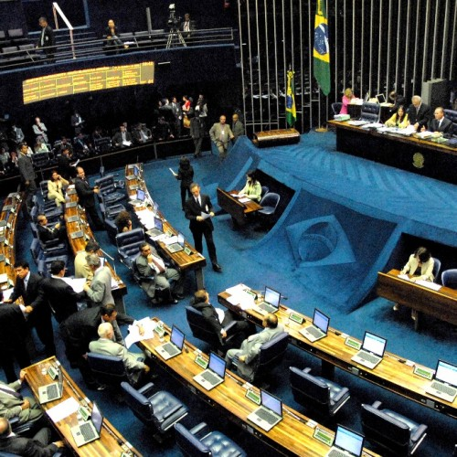 Senadores começam a discutir o fim da reeleição para cargos do Poder Executivo