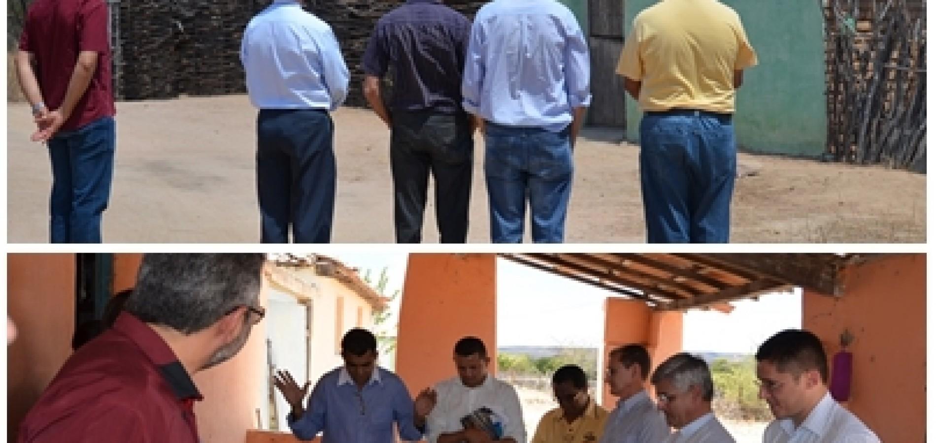 Bispo e Padres da Diocese de Picos visitam comunidade onde aconteceu chacina em Alegrete do Piauí; fotos!