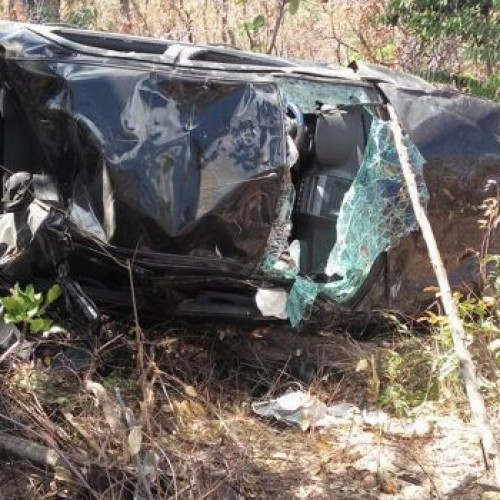 Carro capota após suposto cochilo de motorista na BR-343
