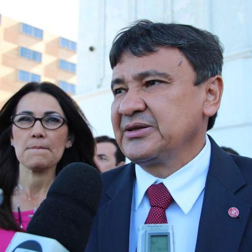 Governador chega ao Piauí com notícia da liberação de empréstimo de R$ 1 bilhão