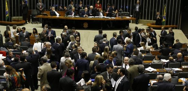 Câmara aprova em segundo turno redução da maioridade penal