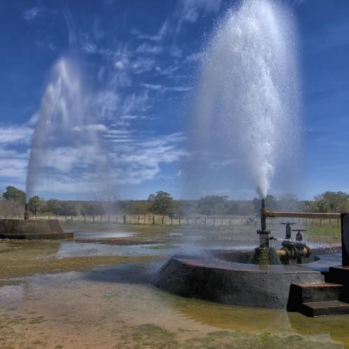 Famosa pelos poços jorrantes, água de cidade pode estar 'contaminada'