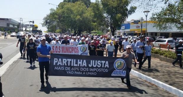 Mais de 150 prefeitos do Piauí fazem protesto contra crise; acompanhe  em tempo real
