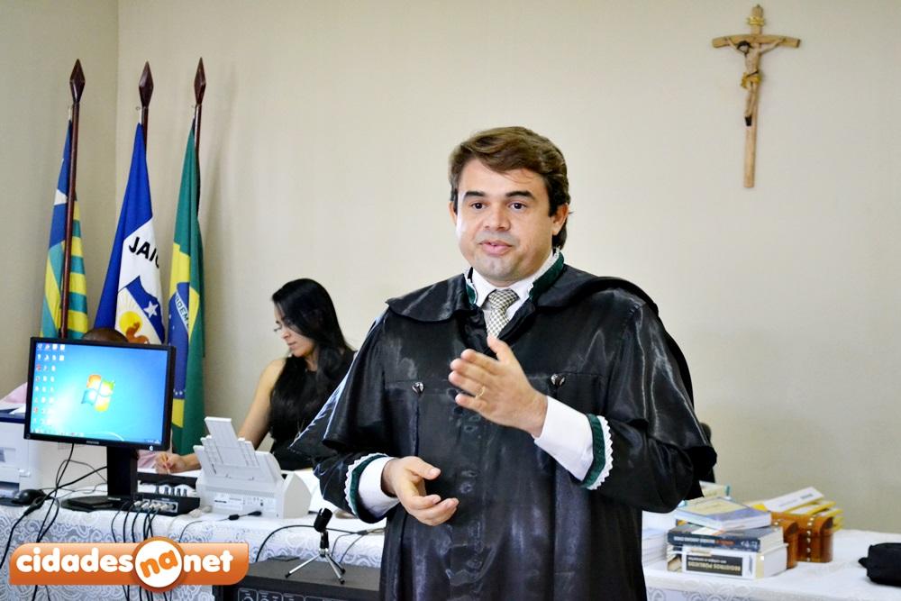 Dr. Herval, advogado de defesa