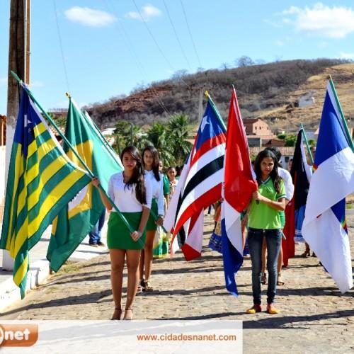 Vera Mendes comemora Dia da Independência com desfile cívico; veja fotos