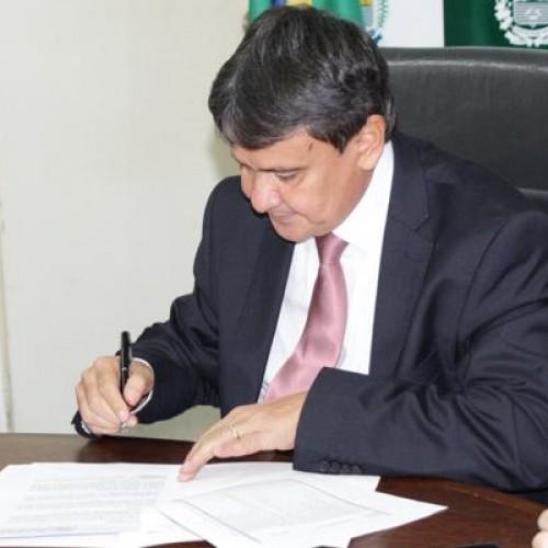 Wellington Dias assina contrato para liberação de R$ 369 milhões