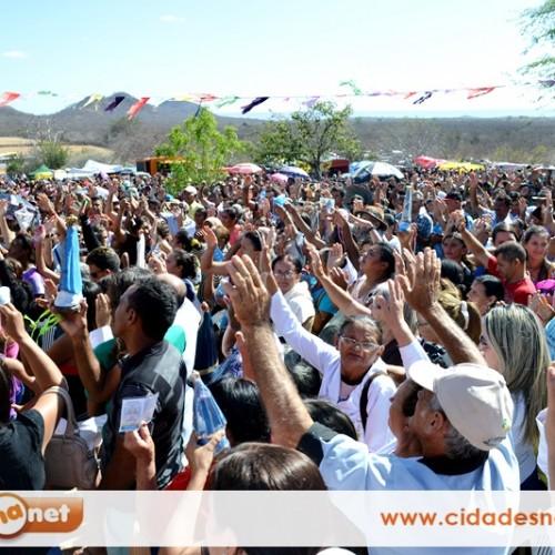 SIMÕES | Fé e devoção a N. S. Aparecida leva milhares de pessoas ao 'Morro da Santa'