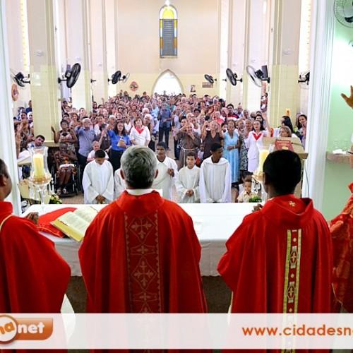 SIMÕES | Dom Plínio celebra missa solene da festa de São Simão com igreja lotada