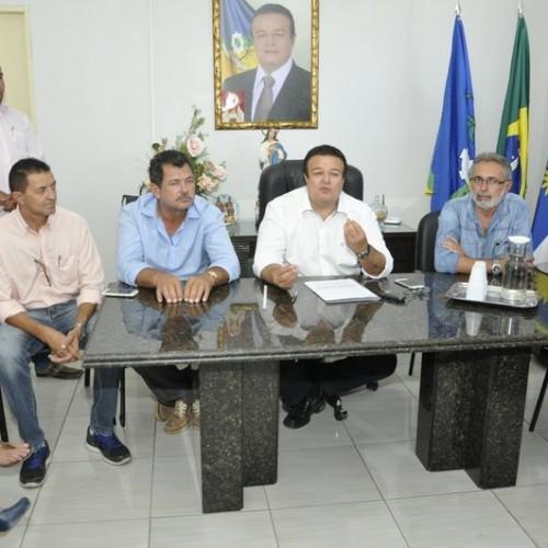Em crise, prefeito de Araripina reduz o próprio salário e adota medidas duras para reduzir despesas