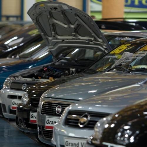 Homem é preso por financiar carros com documentos falsos e revender a baixo custo