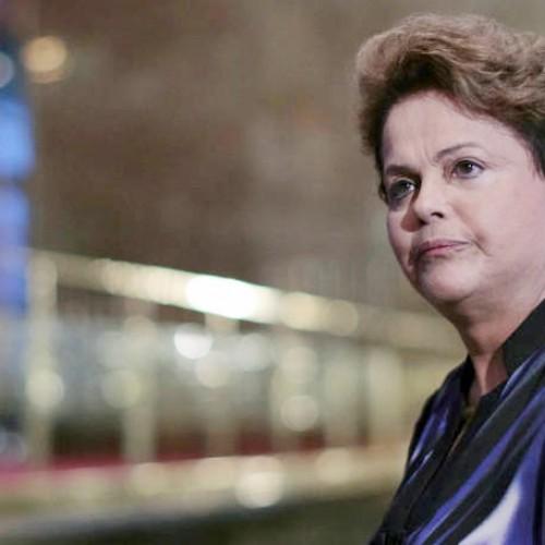 Cortar Bolsa Família é 'atentar contra 50 milhões de brasileiros', afirma Dilma