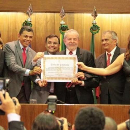 Ex-presidente Lula recebe títulos de cidadania do Piauí e de Teresina. Veja!