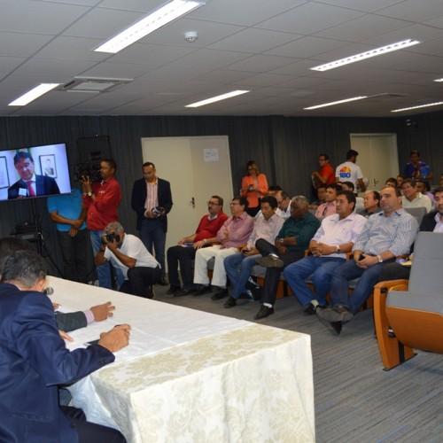 Governo reúne prefeitos da região de Picos para apresentar novo modelo de gestão do Hospital Justino Luz