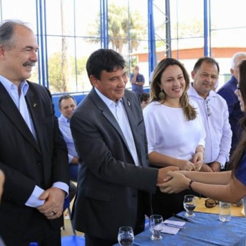 Em visita ao Piauí, Mercadante diz que exemplo de escola será levado para o Brasil