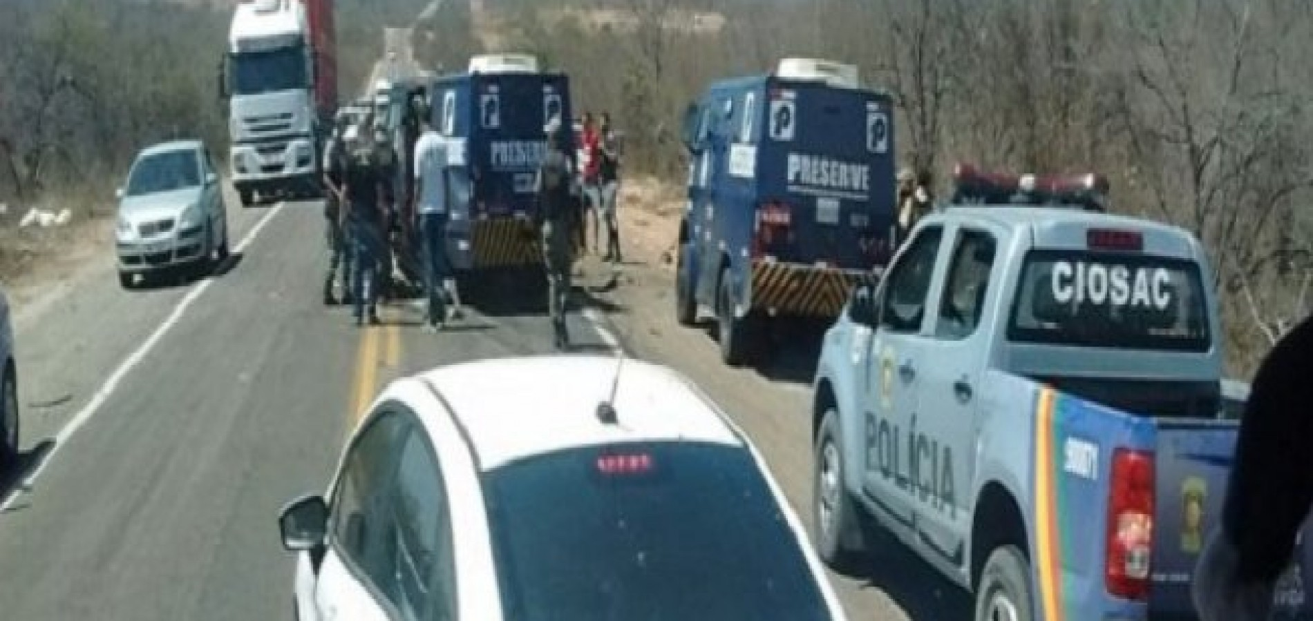 Bandidos explodem carro forte e matam PM na BR-116 no Sertão do Pernambuco