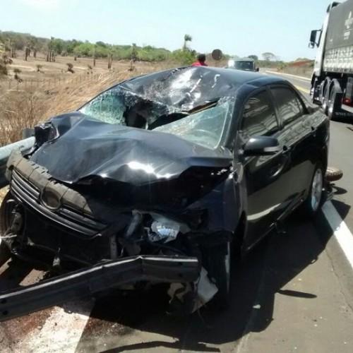Pneu estoura, carro de passeio bate em moto e mata casal na BR-343