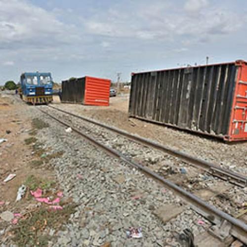 Vagões de trem da Transnordestina descarrilam e tombam