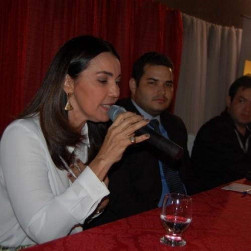 PICOS | Vice-Governadora ministra  palestra em evento da Faculdade R.Sá