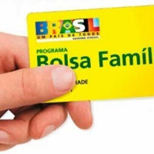 Governo propõe reduzir superávit para não mexer no Bolsa Família