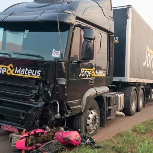 Acidente envolvendo carreta da dupla Jorge e Mateus deixa um morto no Maranhão