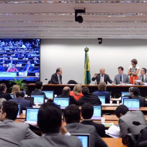 Comissão quer ampliar orçamento da saúde em mais R$ 4 bilhões para 2016
