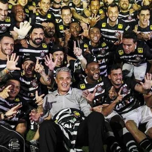 Corinthians empata com o Vasco e, enfim, é hexa do Campeonato Brasileiro