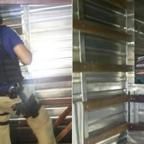 PRF apreende madeira e mercadorias sem nota em fundo falso de caminhão no Piauí