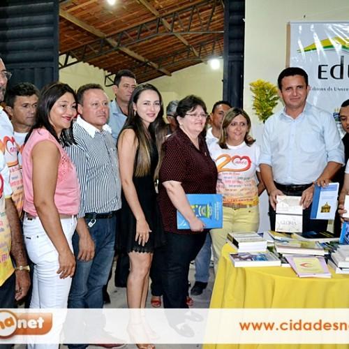 UFPI doa 400 livros para biblioteca no aniversário de Vila Nova do Piauí