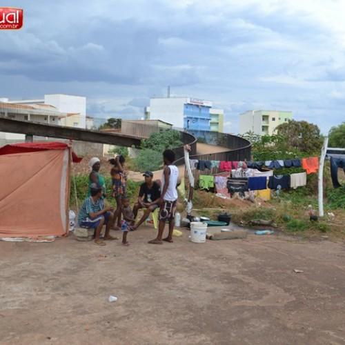 PICOS | Famílias passam o mês de dezembro em condições sub-humanas debaixo de ponte