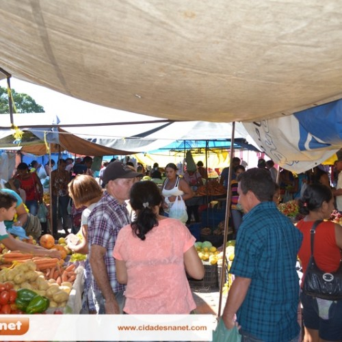 Conheça a feira municipal de Simões, um espaço de comercialização e de encontros