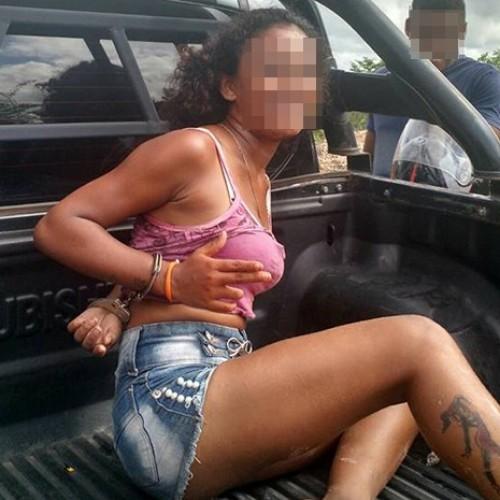 Mulher faz pose e debocha da polícia ao ser presa com moto roubada no Piauí
