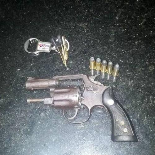 Dupla é presa por porte ilegal de arma em Picos
