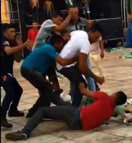 Momento em que Simão (vítima) quebra litro na cabeça de Luís Junior (homicida)