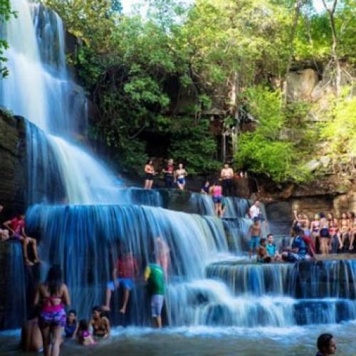 Cachoeira de Juazeiro do Piauí atrai diariamente centenas de turistas