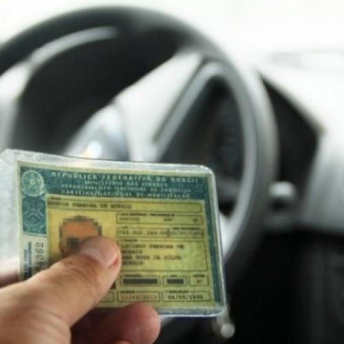 Conduzir veículo sem CNH foi a infração mais cometida em 2015