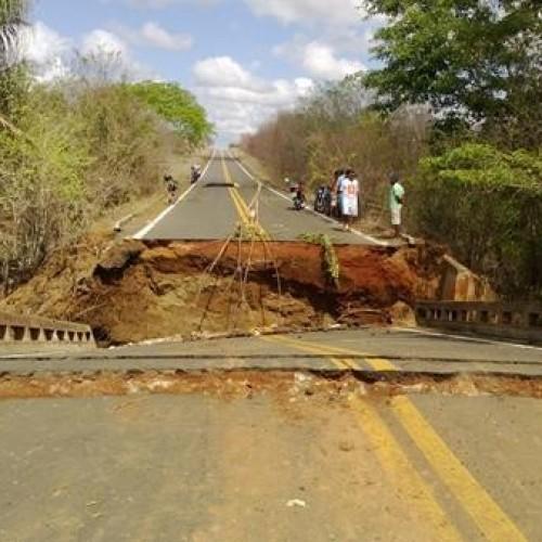 Sem previsão para reparar ponte no Piauí, sete cidades podem ficar ilhadas