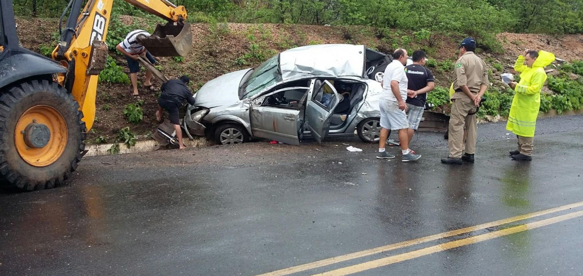 Motorista perde o controle e capota carro na BR-316, em Vila Nova do Piauí