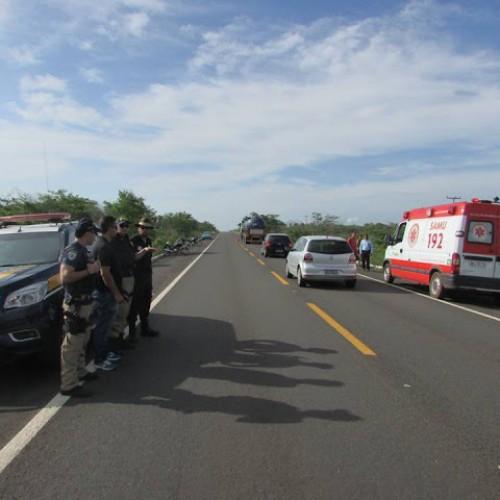 Motociclista morre ao tentar fazer ultrapassagem pelo acostamento na BR-343