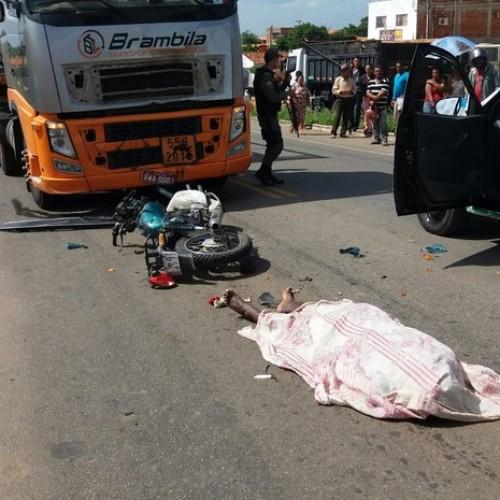 Dois primos morrem em acidente de motos com carreta em Paulistana; fotos